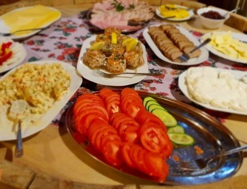 Pierwsze śniadanie na zimowym turnusie bezglutenowym dla rodzin