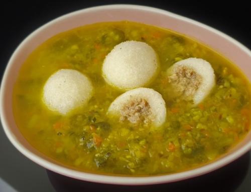 Bezglutenowa zupa szpinakowa z kluskami śląskimi z mięsem