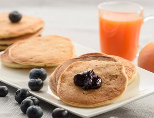 Szybki przepis na bezglutenowe pancakes z jabłkami